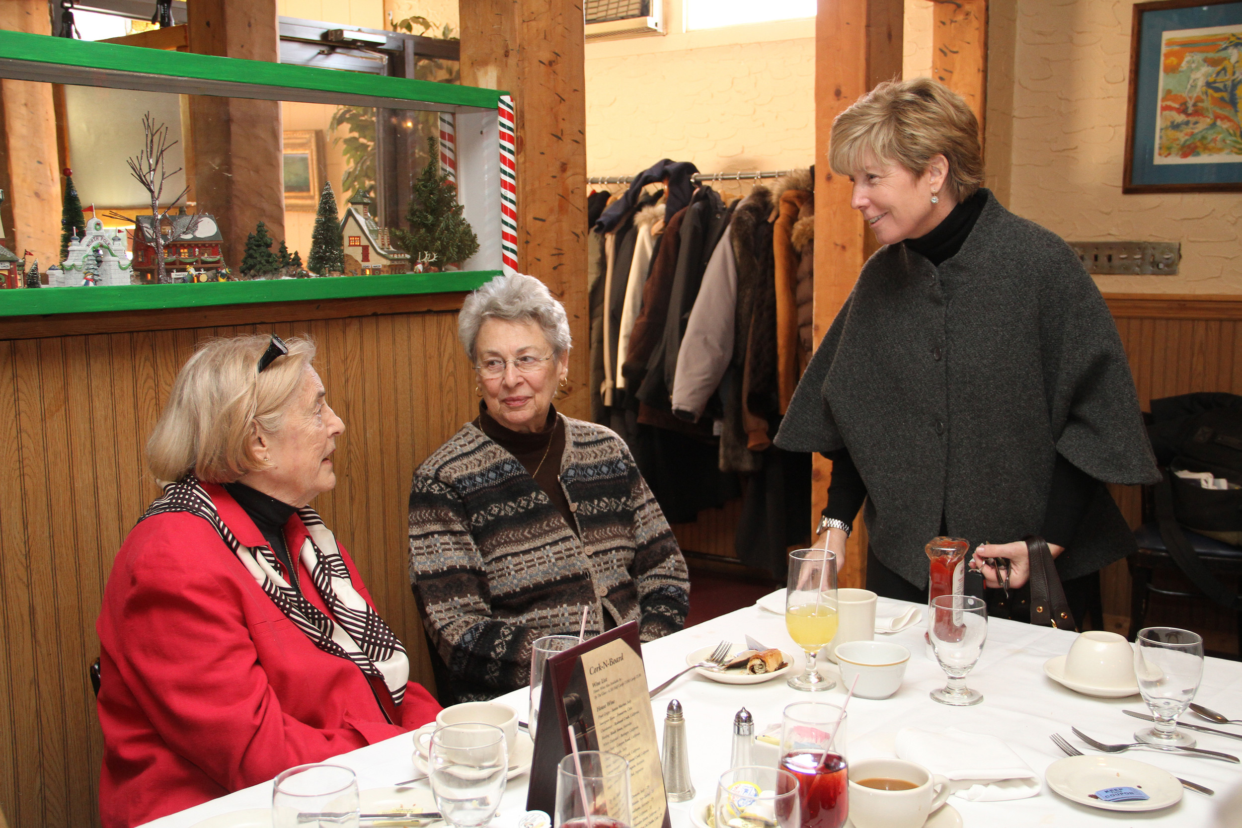 McDonald chats with Ginny Lein and Janis Auwarter.
