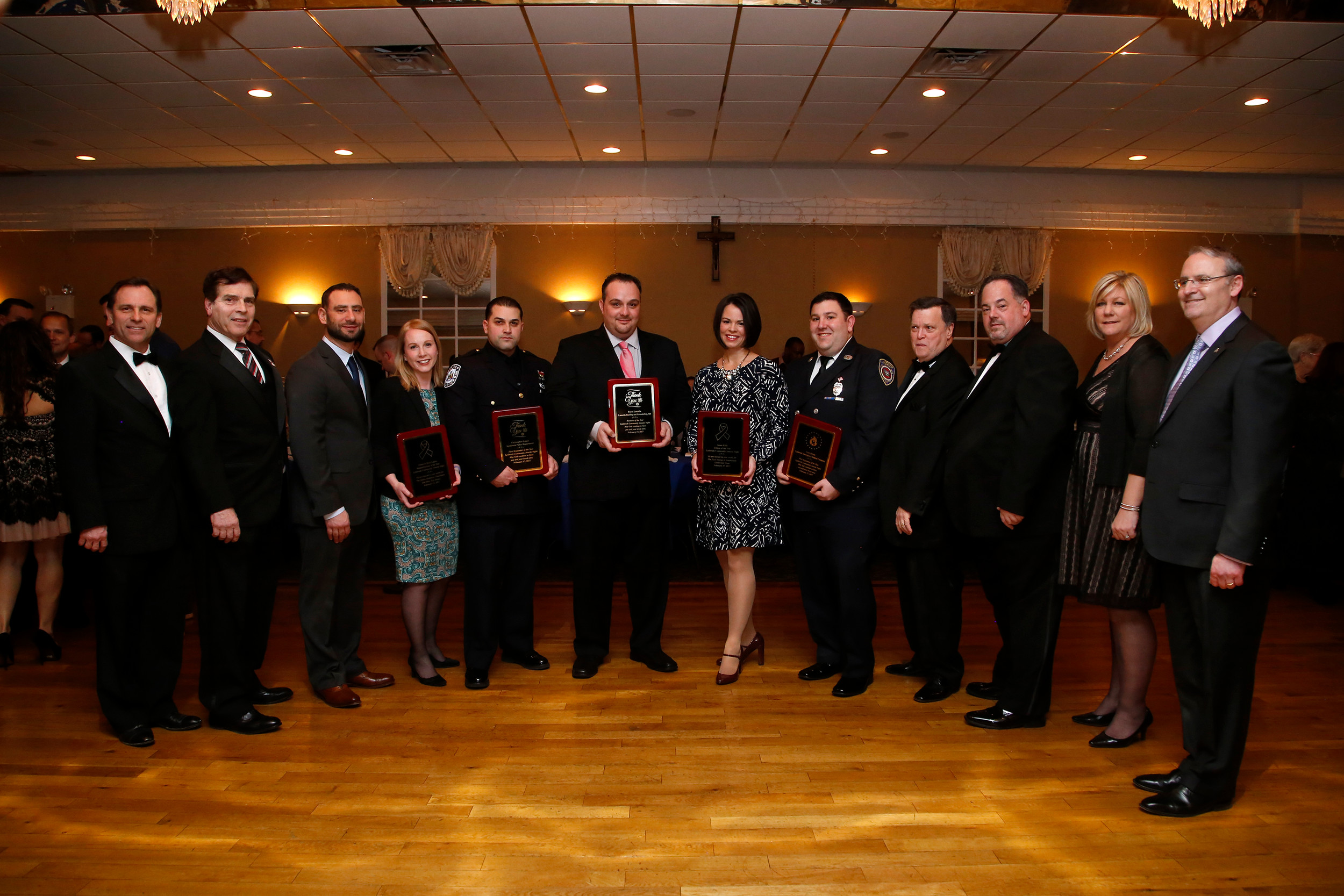 Brett and Eileen Linzer, third and fourth from left, were among the award recipients. They were honored with the Humanitarians of the Year Award.
