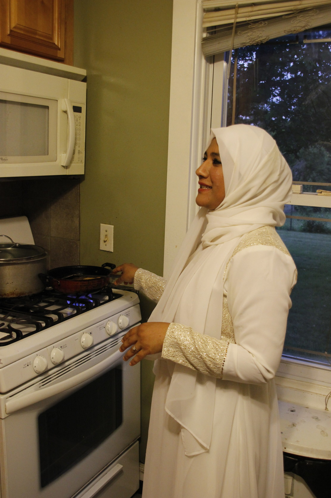 Ruhee Kapadia, 36, fried samosas in her kitchen in preparation for one of Ramadan's final meals.