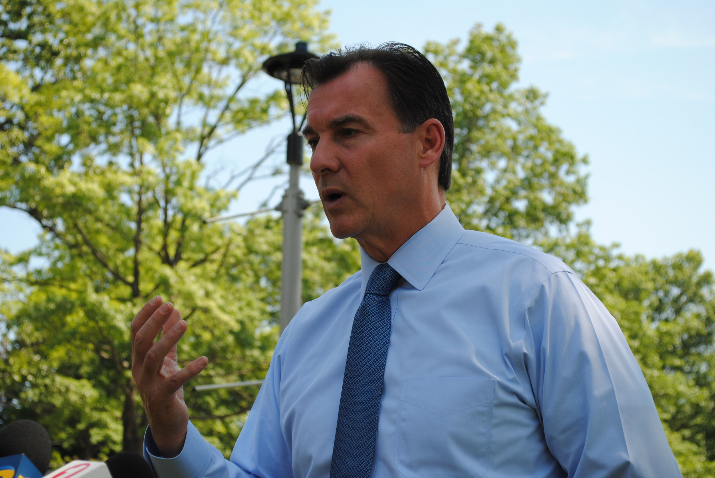 Outside Glen Cove Hospital on Monday, U.S. Rep. Tom Suozzi announced a plan developed by the Problem Solvers Caucus to stabilize the individual health care market.