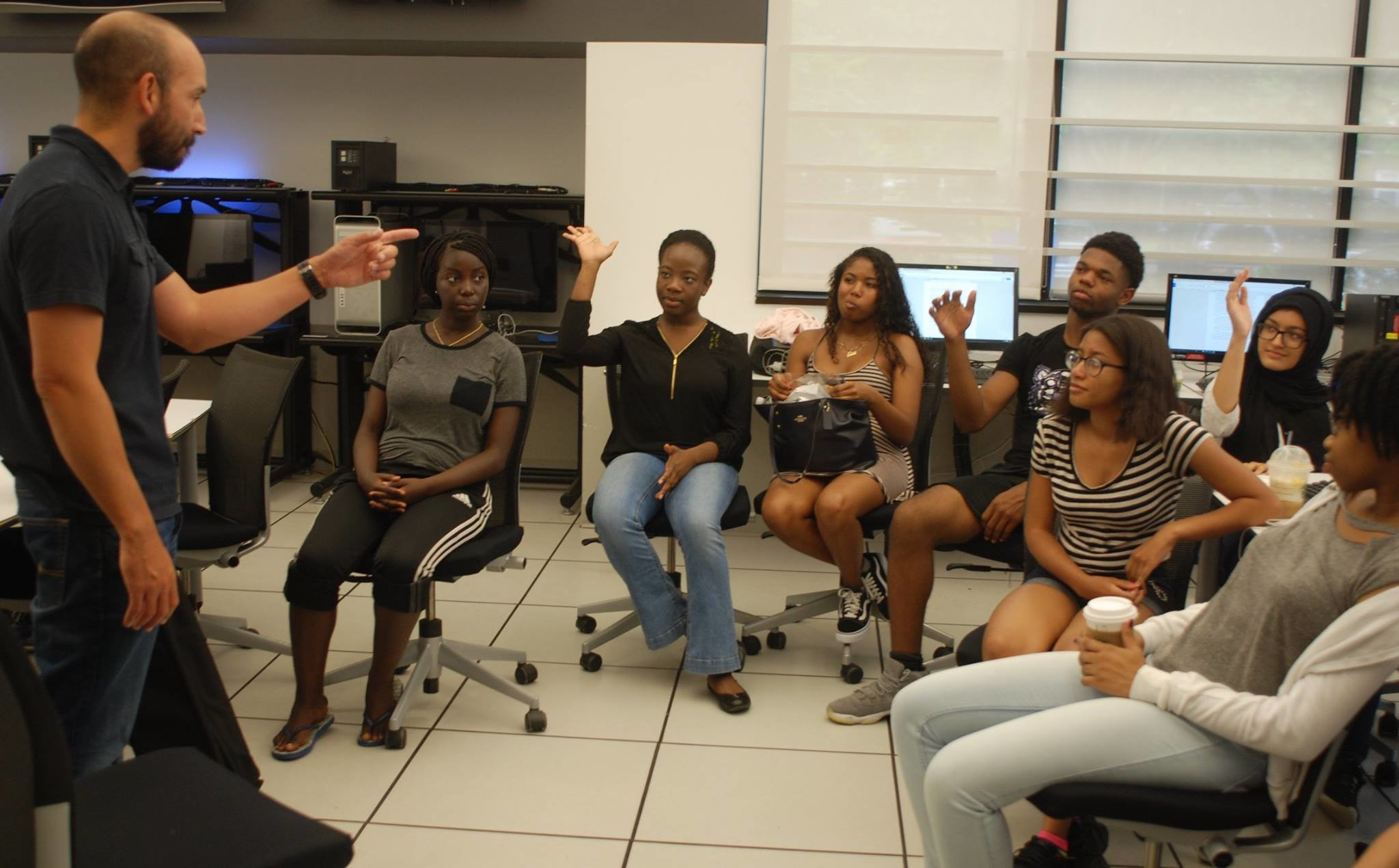 Hofstra Professor Mario Gonzalez taught a workshop on photography and videography as part of the program.