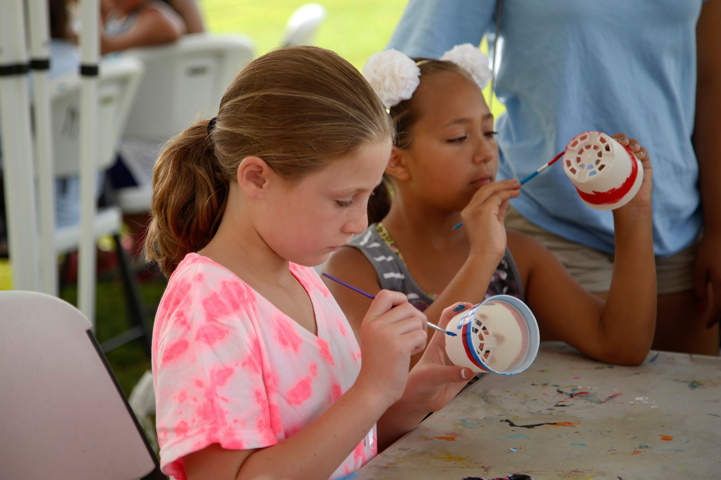 9-year-olds Luna Voss and Melanie Colon painted their flower pots.