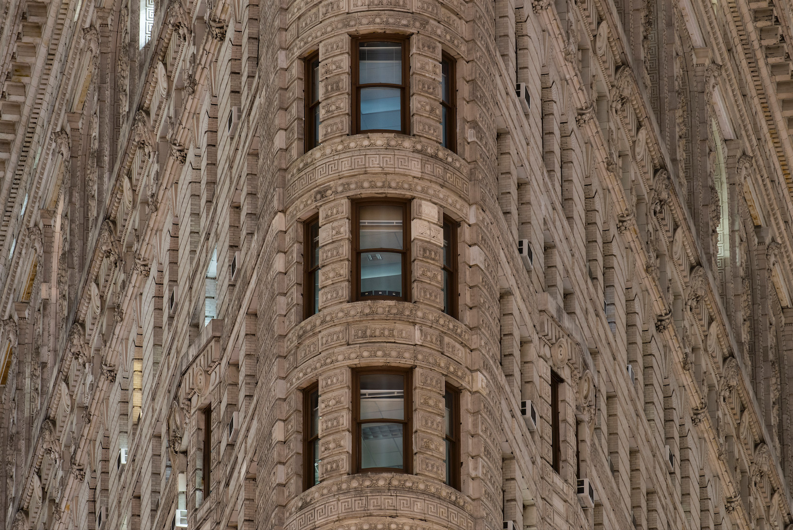 This front-facing photo of the Flatiron Building shows one of the ways Barrera plays with form for effect.