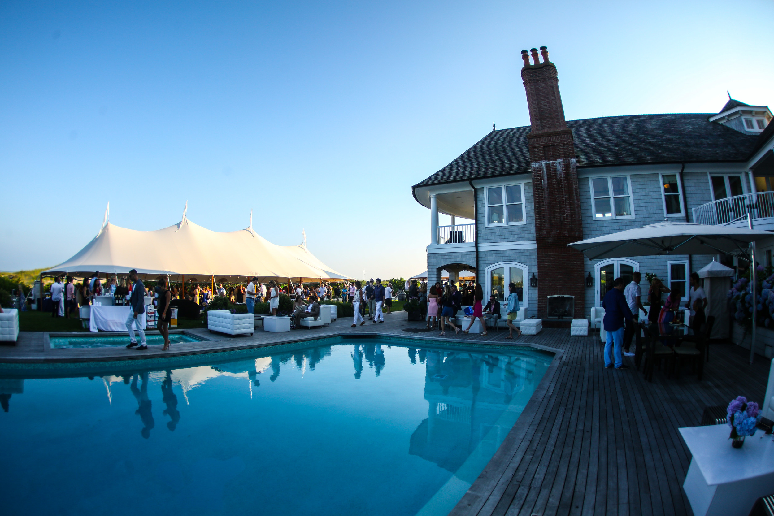 The Southampton fundraiser drew thousands of guests.