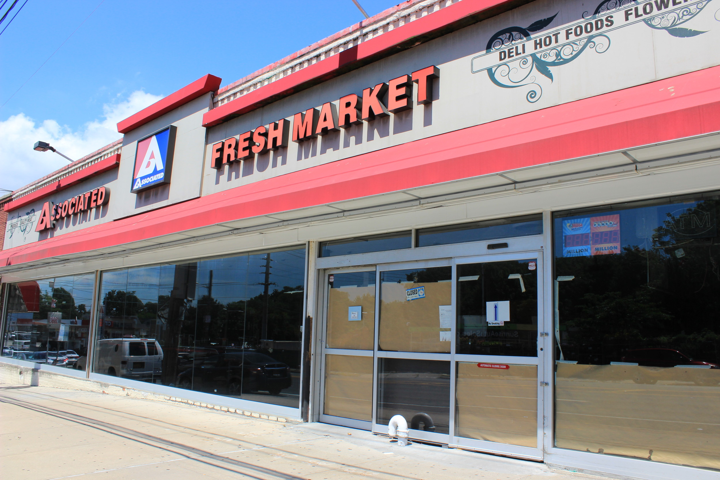 This property, formerly an Associated supermarket, stood vacant despite rumors that a new business would be moving in. As of press time, 24111 Linden Blvd. was still empty.