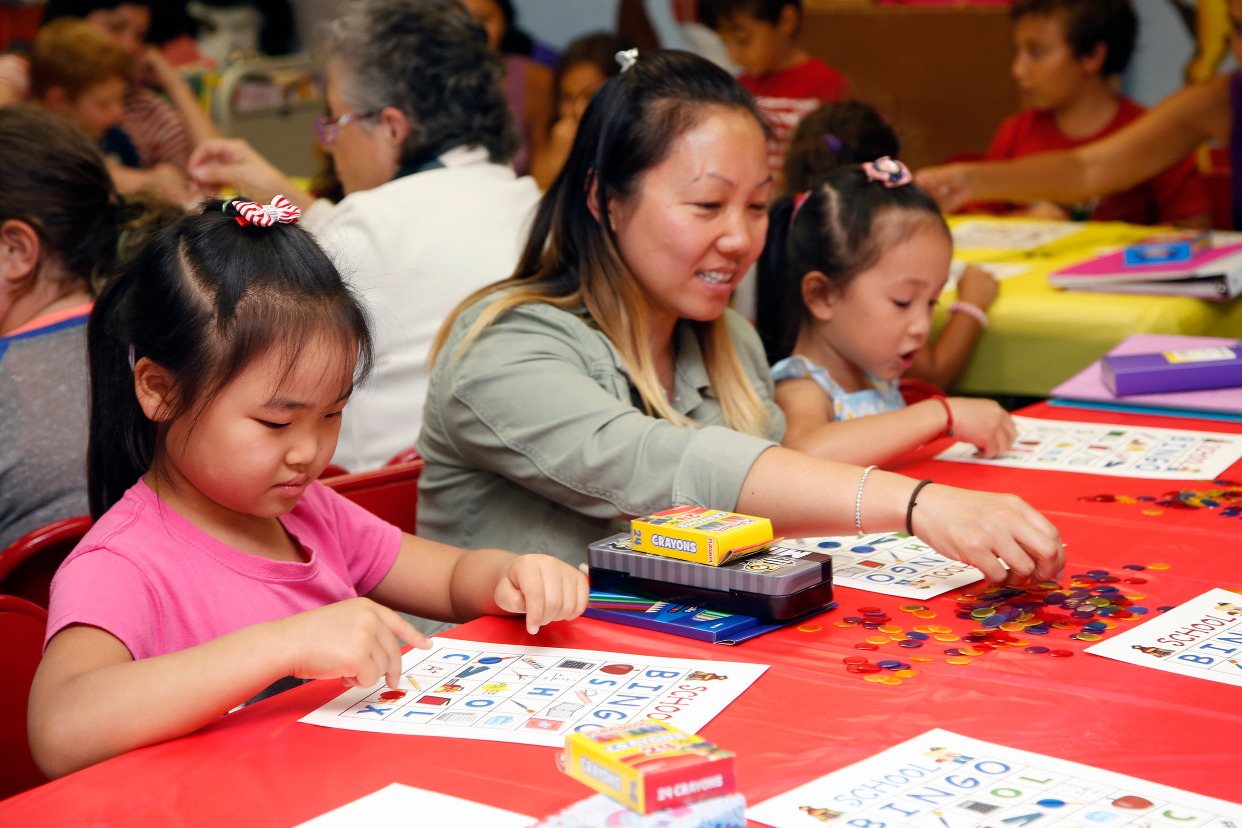 Madelynne Tse, 6, Kelly Xu and Ophelia Lin, 6, filled their Bingo cards.