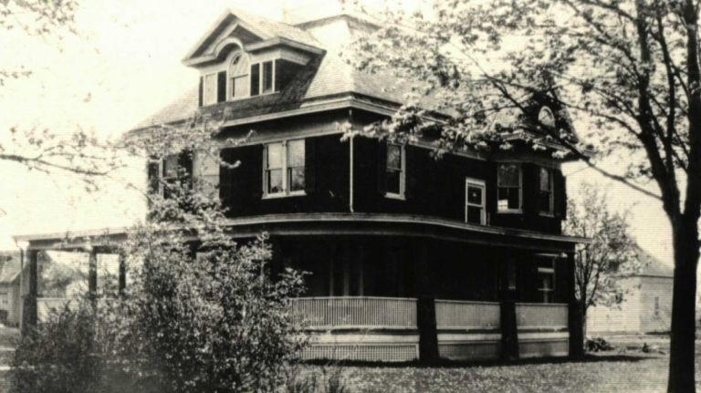 The House, constructed from 1899 to 1900, is the last remaining of a number of grand residences once built along Merrick Road in Baldwin.