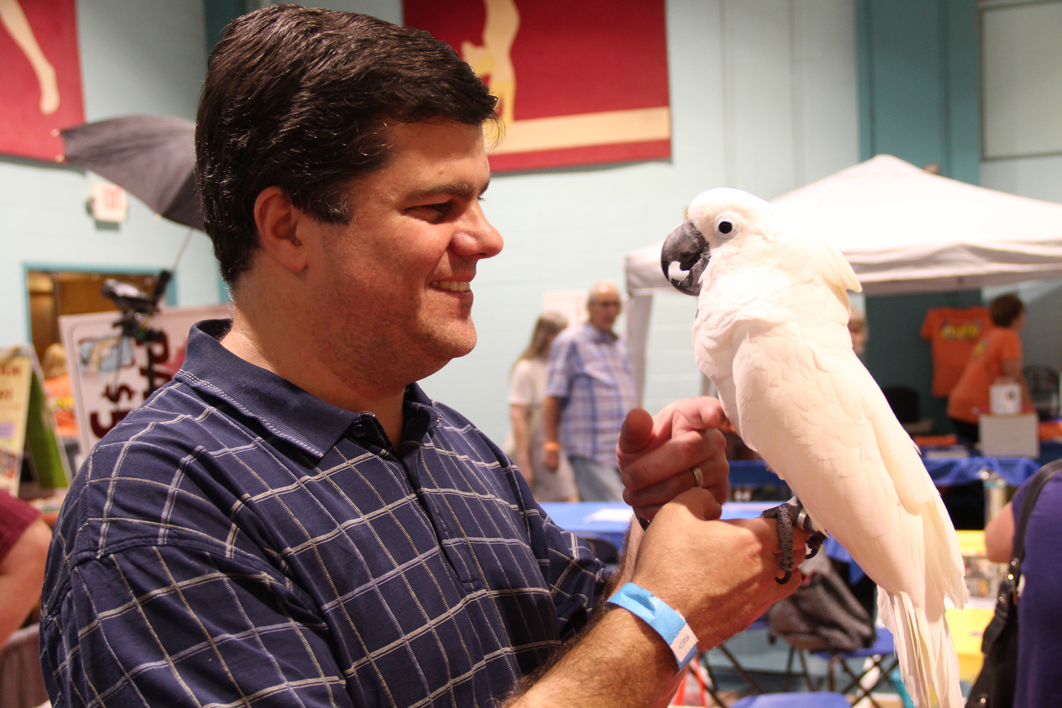 Frank Nisita and Romeo, a cockatoo, held a conversation.
