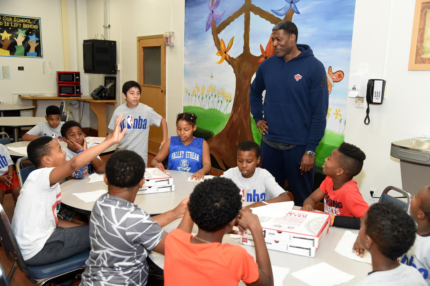 Larry Johnson, right, had pizza with a group of kids who played during the Knicks' halftime show in their game against the Washington Wizards on Oct. 13.