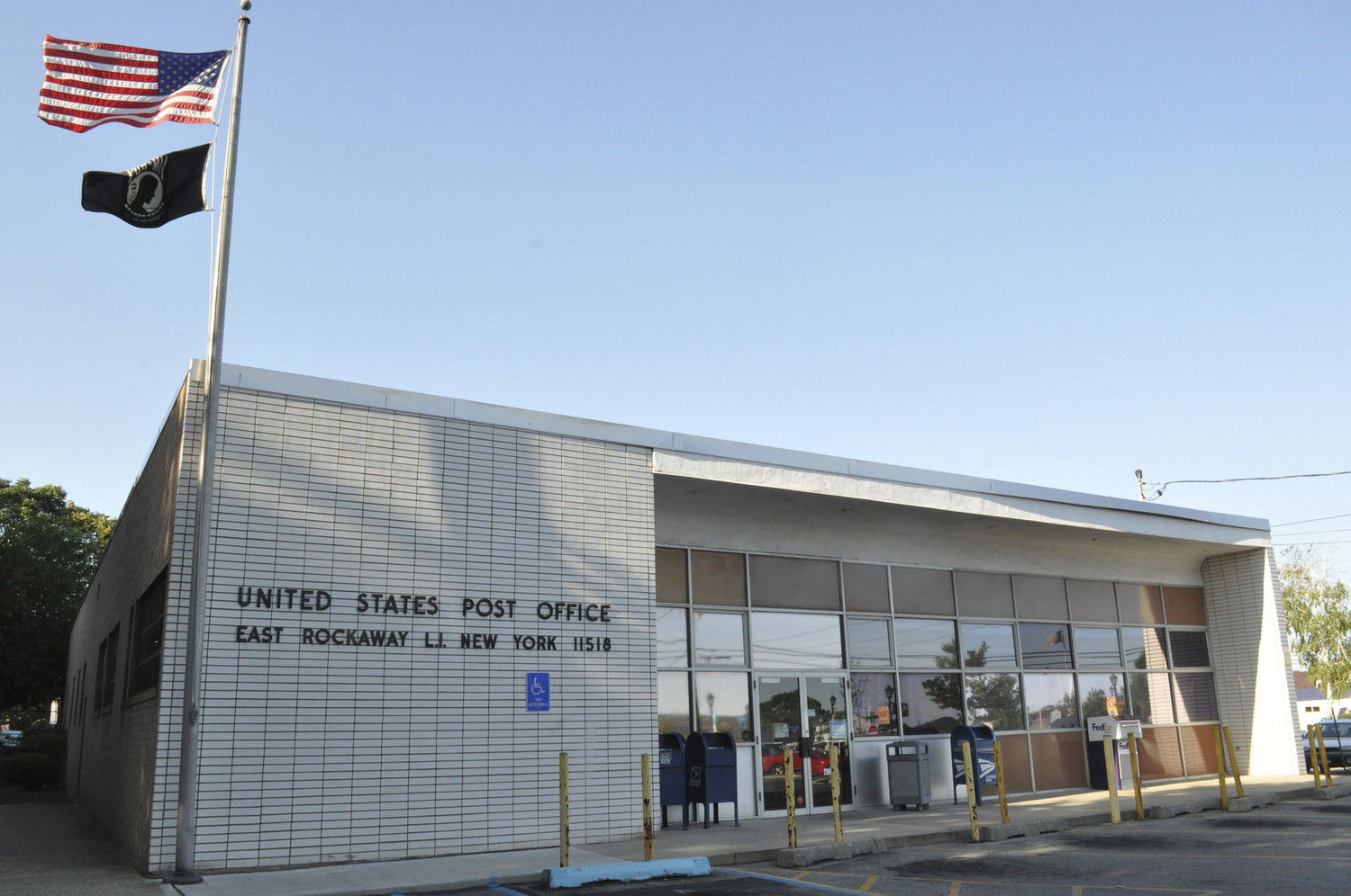 Residents near the border of Lynbrook and East Rockaway have had issues getting their mail because of a change in post office policy.