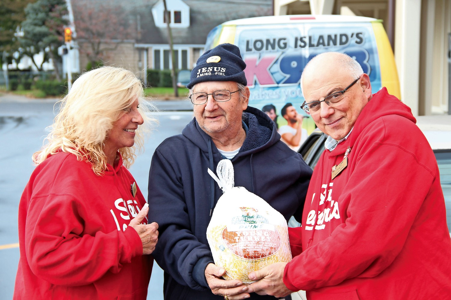 Dona Seal and Nat Zappia, right, of Stew Leonard's, gave the last donated turkey to Ray Vorhess, of the Calvary Lutheran Church in East Meadow.