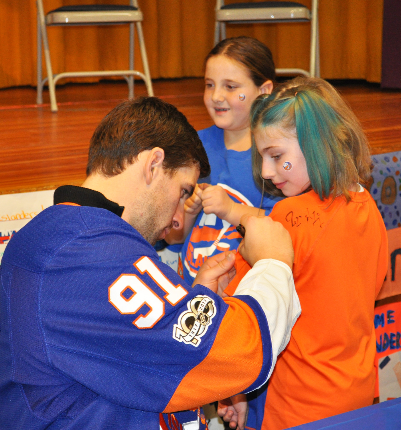 Samantha Romano came to the event with a vintage Islanders shirt, which she had the teammates autograph.