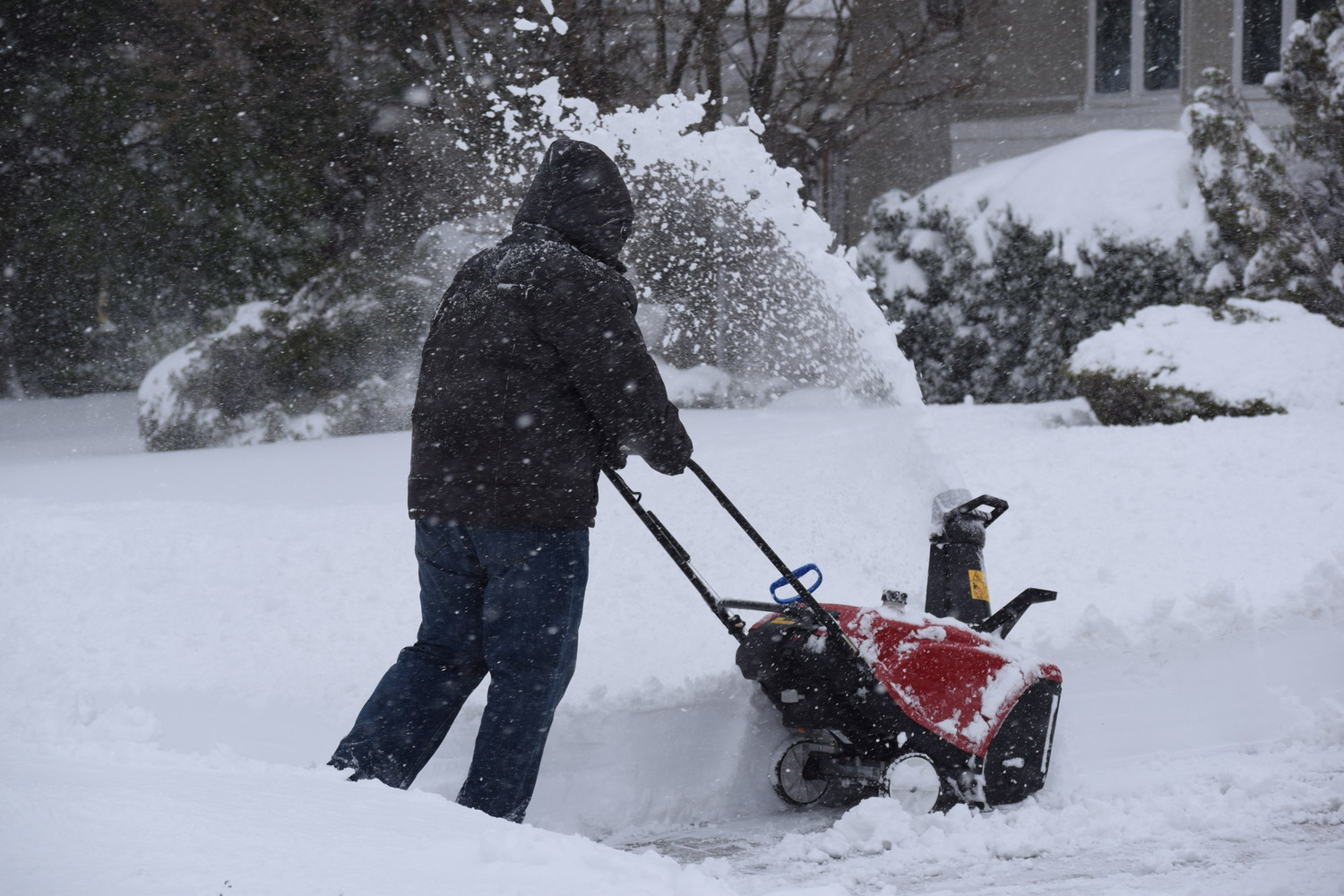 Snow is expected to fall across Long Island and the Five Towns between Saturday and Sunday.