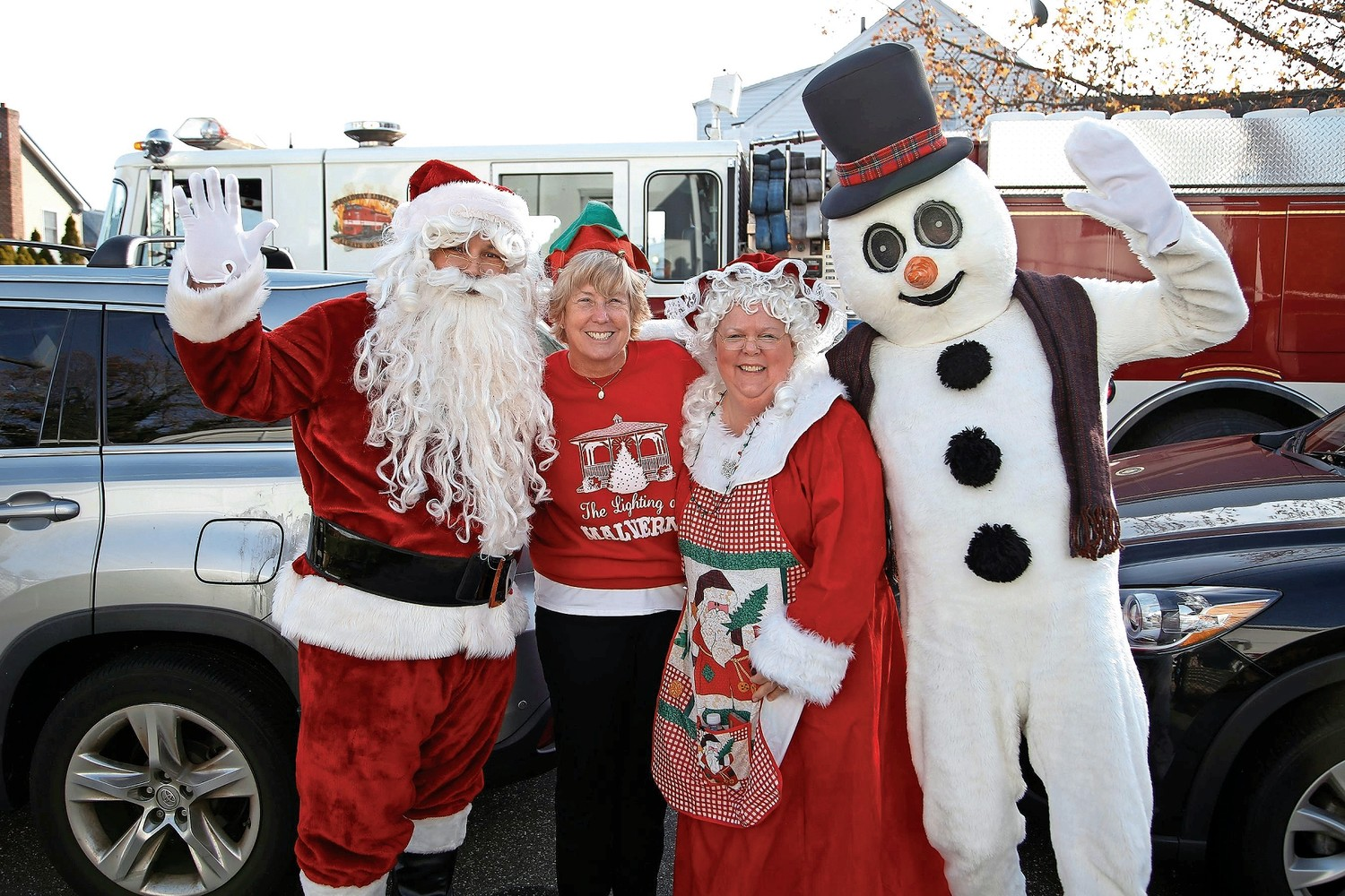 Mayor Patti McDonald met Frosty the Snowman and Mr. and Mrs. Claus.