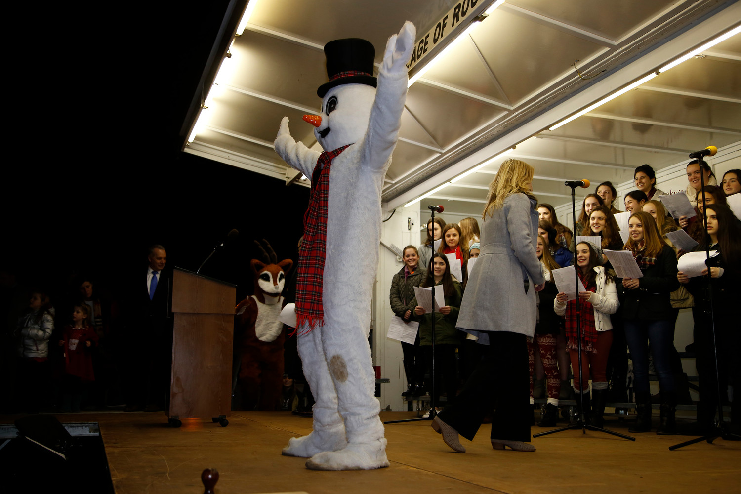 "The South Side High School choir sang ""Frosty the Snowman,"" with a guest appearance."