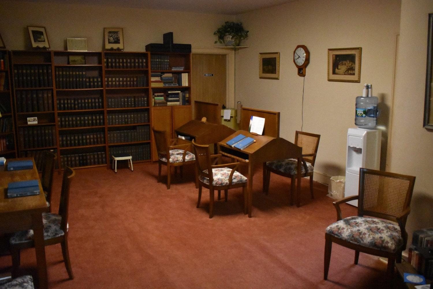 The church has an upstairs reading room.