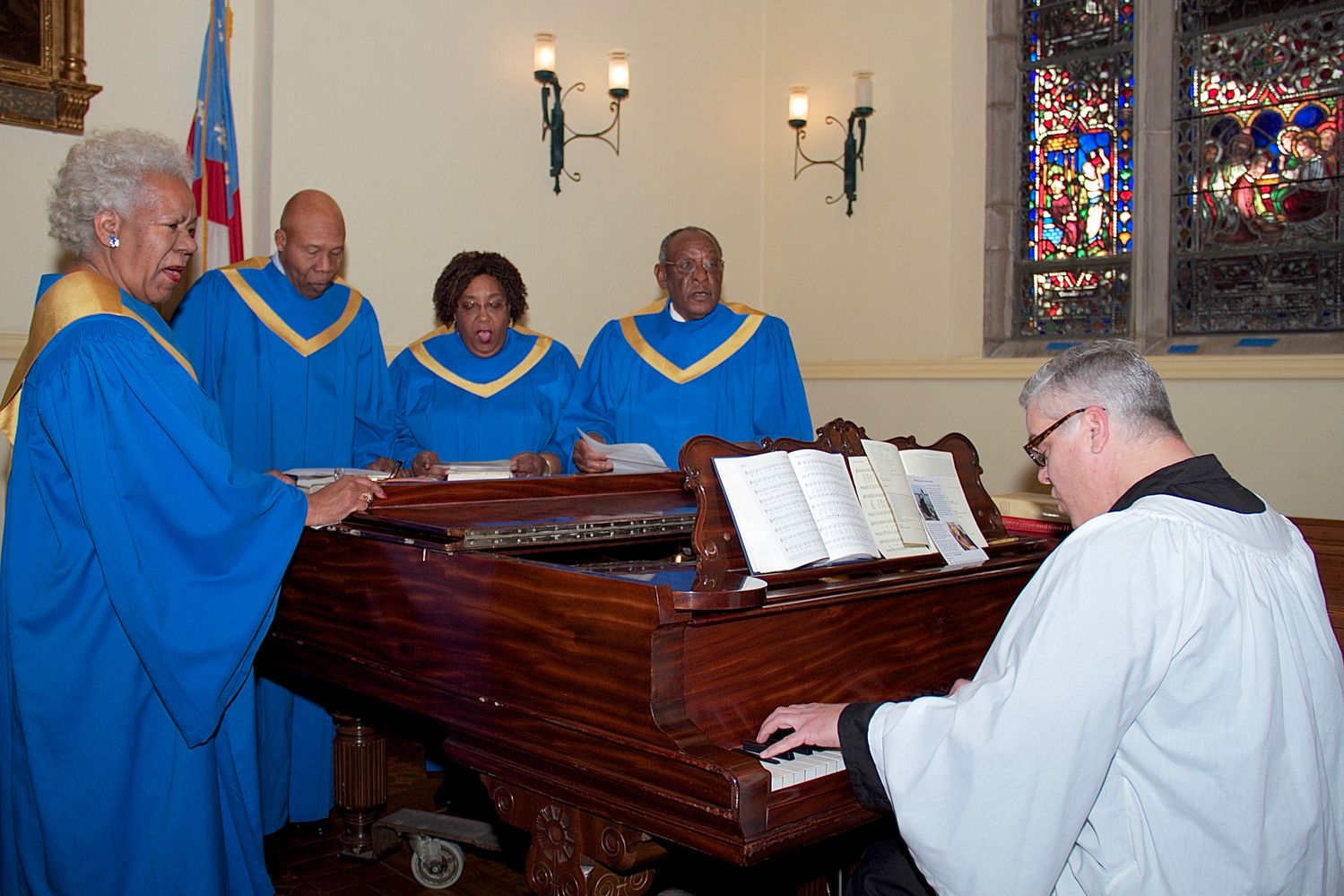 Anthony Teets, choir director of Hood AME Zion Church, accompanied and joined in singing a hymn with, from left, Sandra Rogers, Woody Vann, Viola Carter and Jay Green at Christ Church.