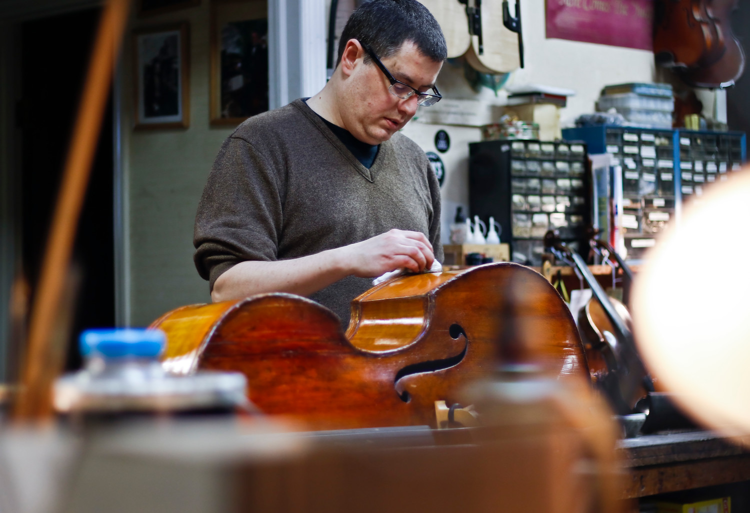 Using a technique called French Polishing, Kris Fleischmann brings the varnish on this bass back to life.