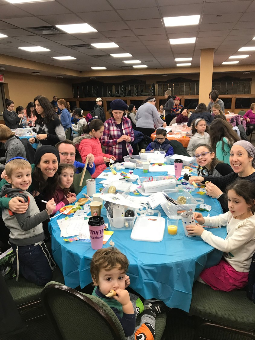 Residents of all ages recently took part in #GivebackSunday at the Young Israel of West Hempstead.