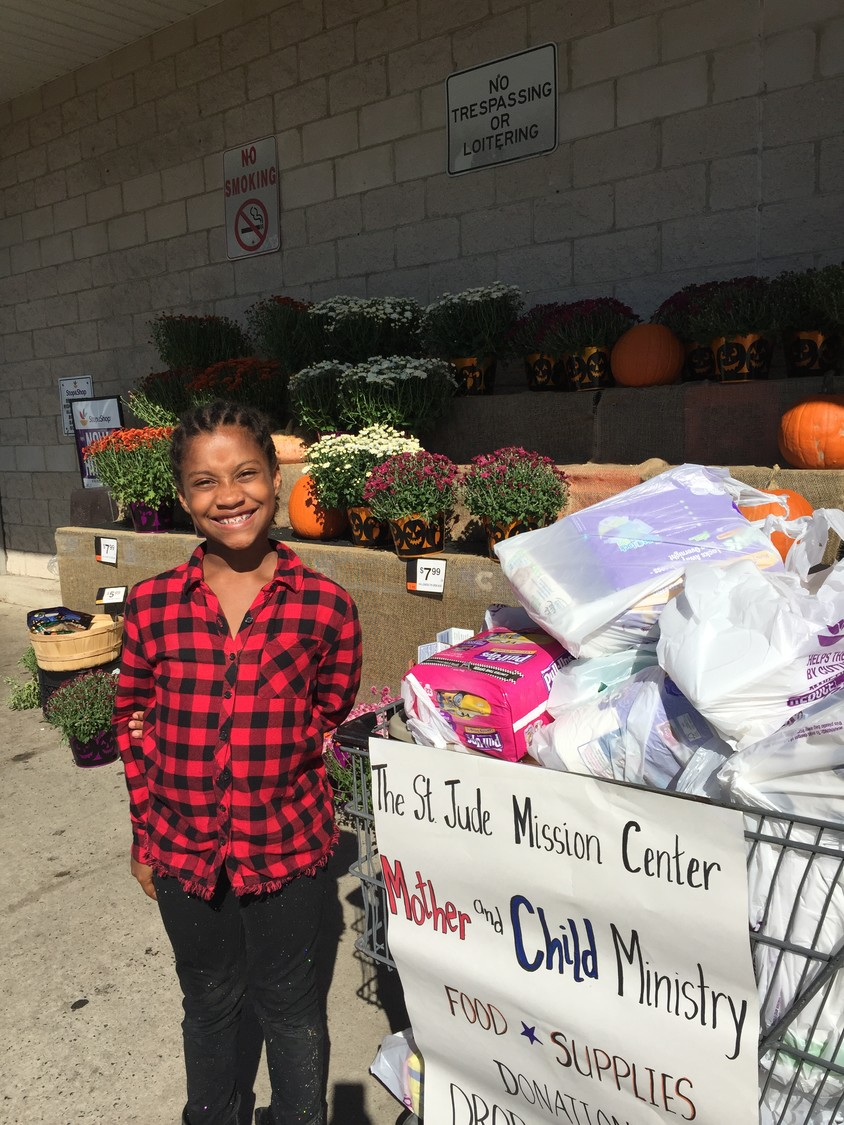 Volunteer Honesty Melendez collected donations outside the Stop & Shop in Seaford.
