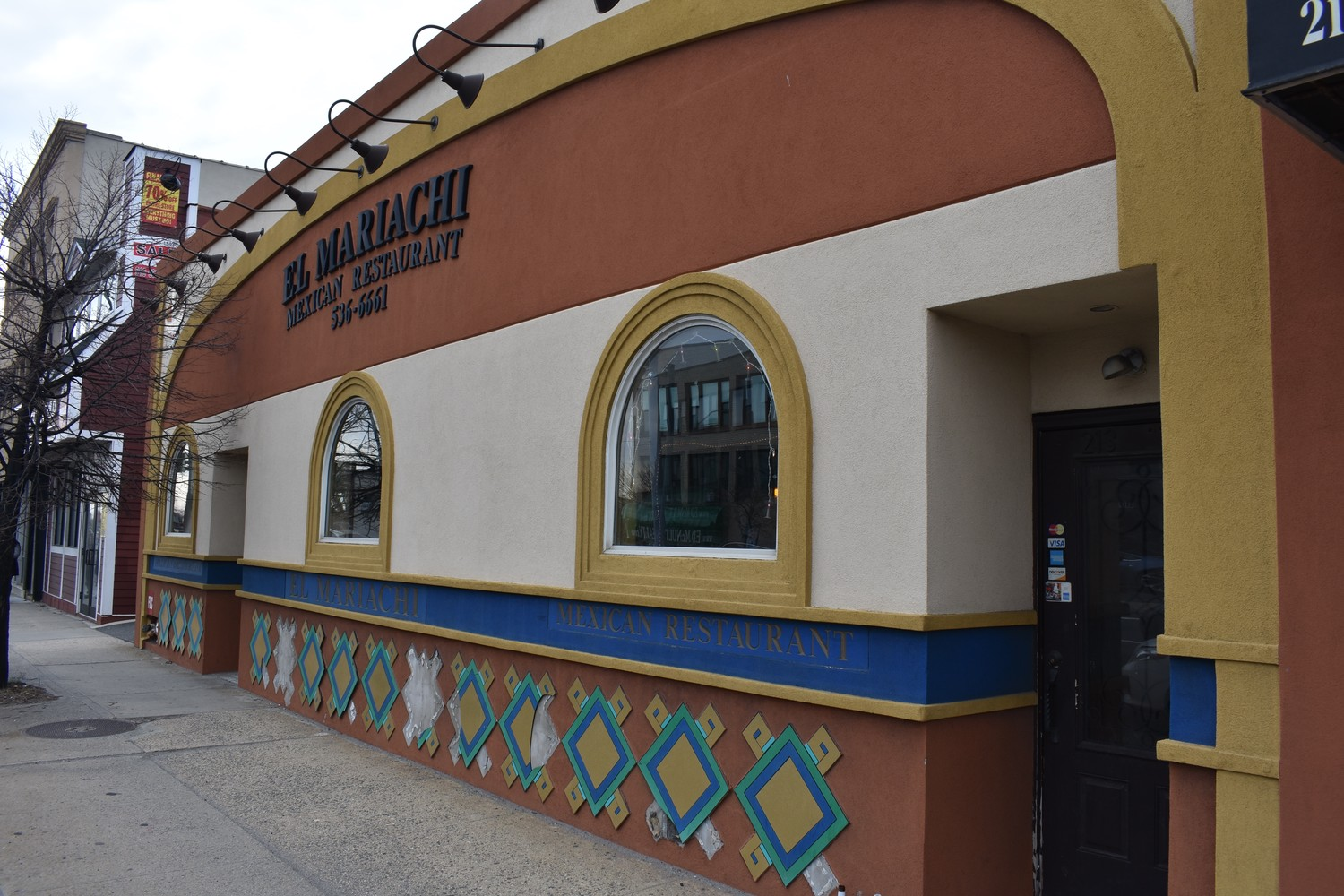 El Mariachi, which has occupied a spot on Sunrise Highway for 41 years, will close its doors this weekend after losing its lease.