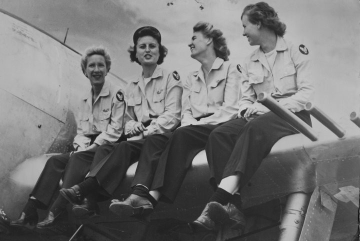 Women Airforce Service Pilots (WASP) from the 2nd Ferrying Division on the wing of a Thunderbolt, Farmingdale in 1944.