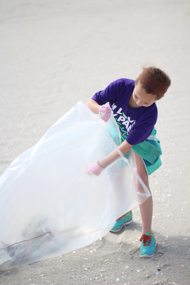 14-year-old Ava Ingebrigsten, a Wantagh Girl Scout, collected trash with Troop 3537 at Jones Beach State Park.