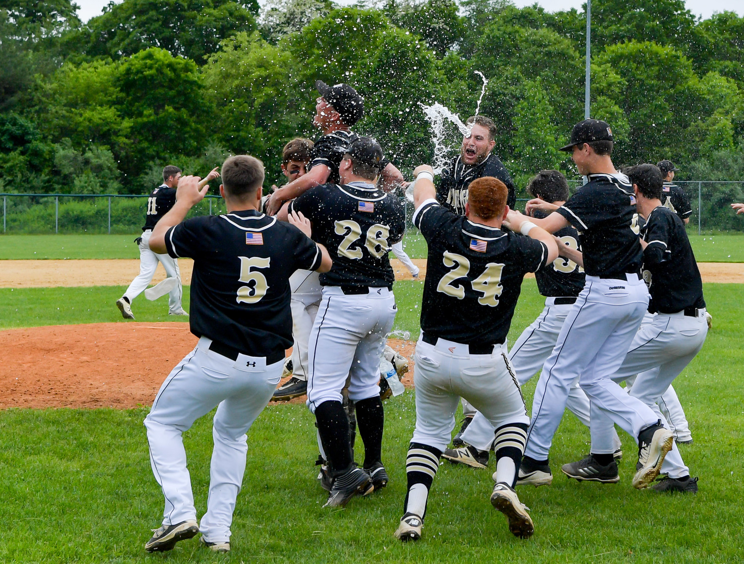 The Warriors celebrated their third straight county title on May 28, crushing Division with a nine-run seventh inning to guarantee a 14-3 championship victory.