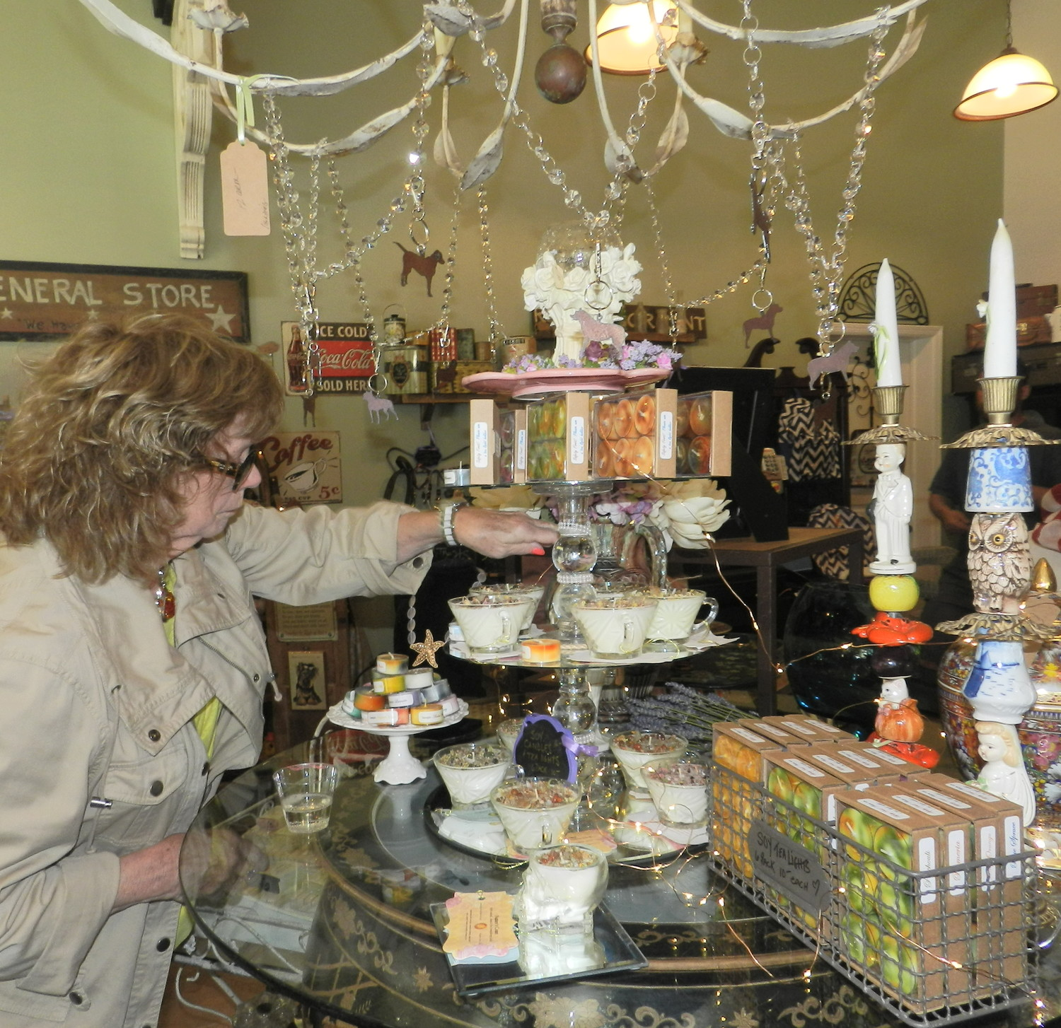 In addition to antiques and decorative pieces, the store offers organic candles and vegan cosmetic goods.
