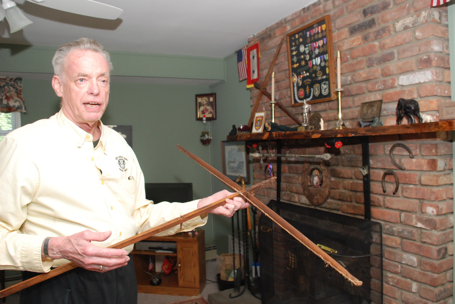 Scott Whitting, a Green Beret who served in Vietnam, showed off a crossbow gifted to him by the indigenous Vietnamese with whom he was embedded.