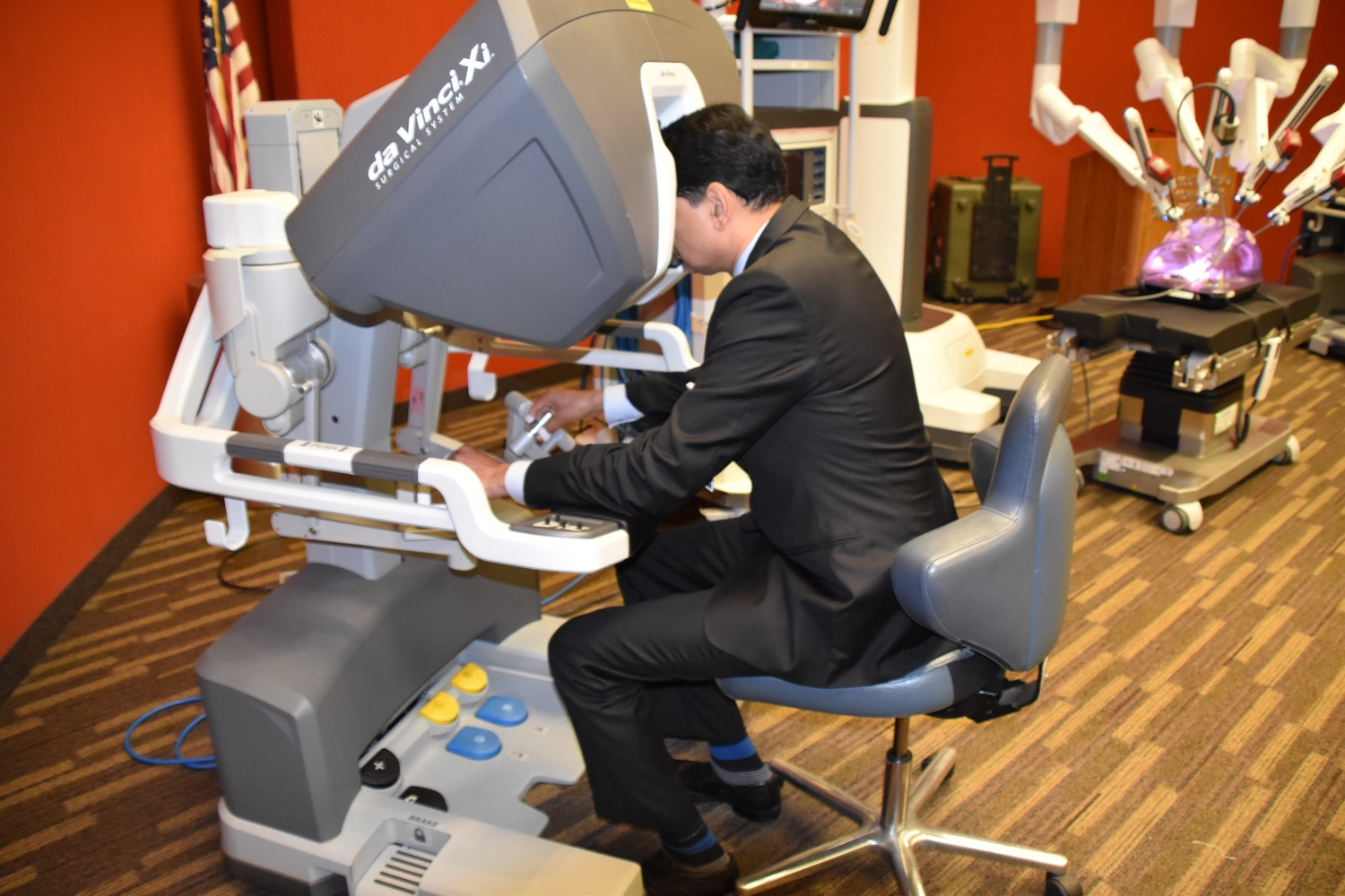 Chairman of Surgery Dr. Rajiv Datta demonstrated the technology.