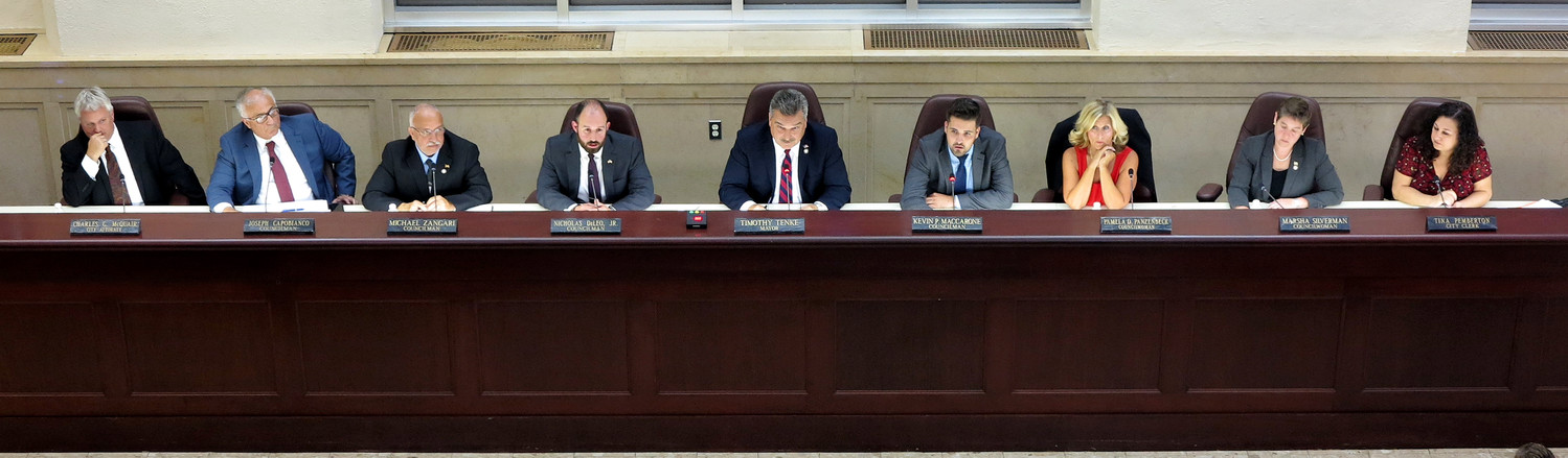 On Tuesday night, the Glen Cove City Council heard the first report of a recently filled Finance Committee, which critiqued several of the city's fiscal practices.