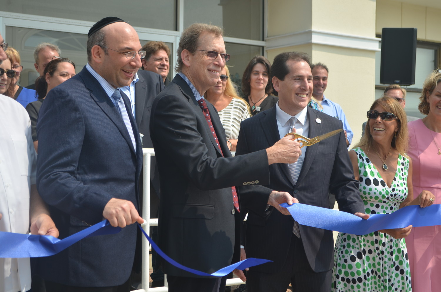 Dr. Jason Levi Esses, left, Dr. Lee Weitzman, State Sen. Todd Kaminsky and Assemblywoman Melissa Miller attended a ribbon cutting on Aug. 16 to announce the partnership between Weitzman, a Long Beach physician, and South Nassau Communities Hospital.