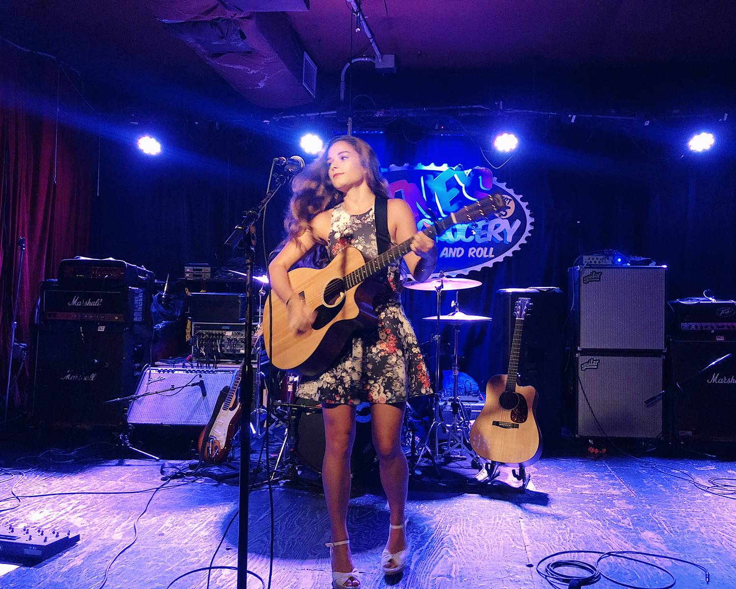 Oyster Bay native Kiera Stella is singing and songwriting her way through Nashville to break into the music industry.
