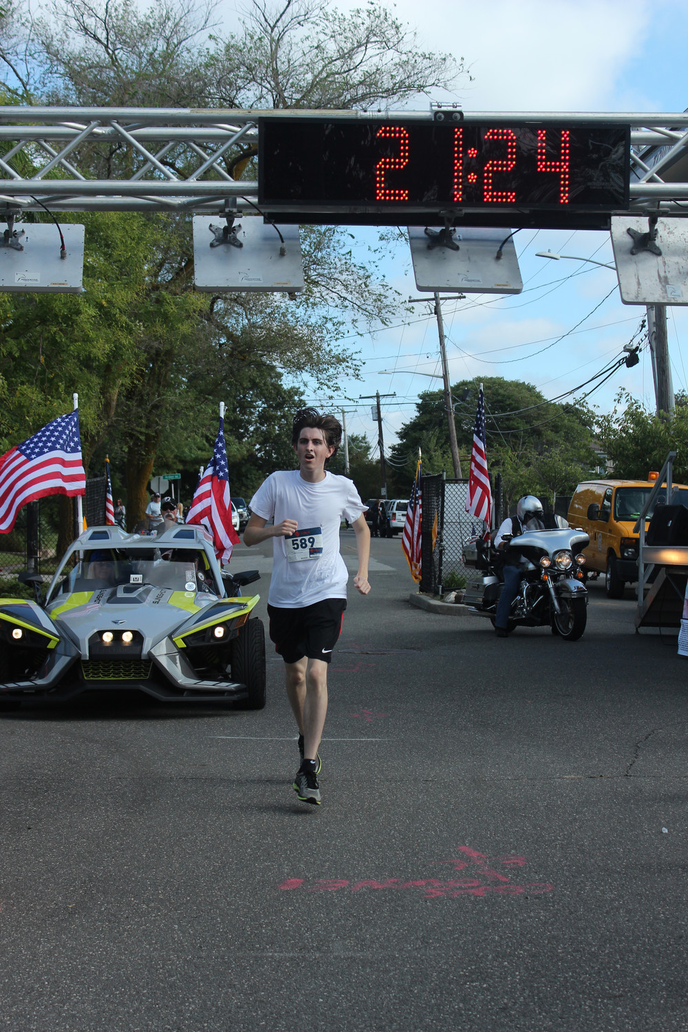 Lynbrook resident Patrick Leahy clocked in with the best overall time at 21 minutes, 24 seconds.