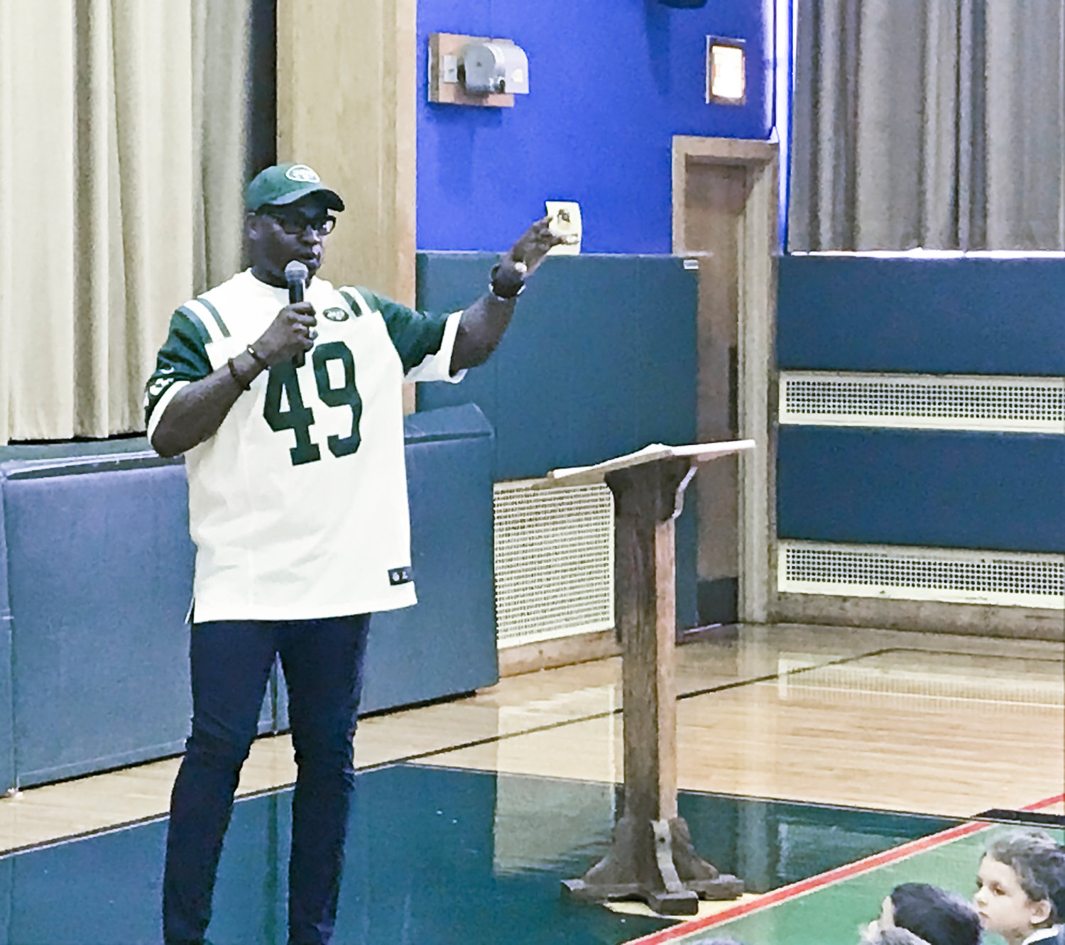 Richardson visited students at Waverly Park Elementary School on Oct. 26 as part of the school's Health and Wellness Week.