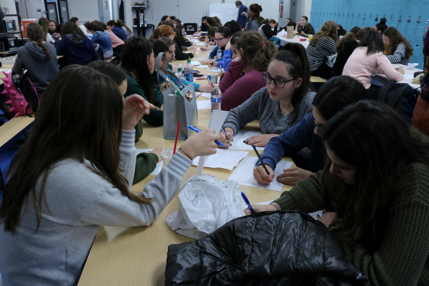 Midreshet Shalhevet High School students wrote letters to the Pittsburgh Jewish community.