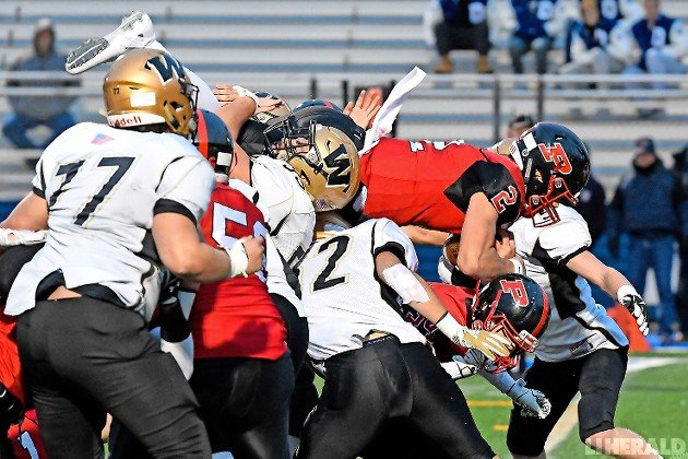 Wantagh's defense couldn't stop Plainedge quarterback Daniel Villari from diving over the pile for a touchdown in the second quarter of last Saturday's Conference III title game.