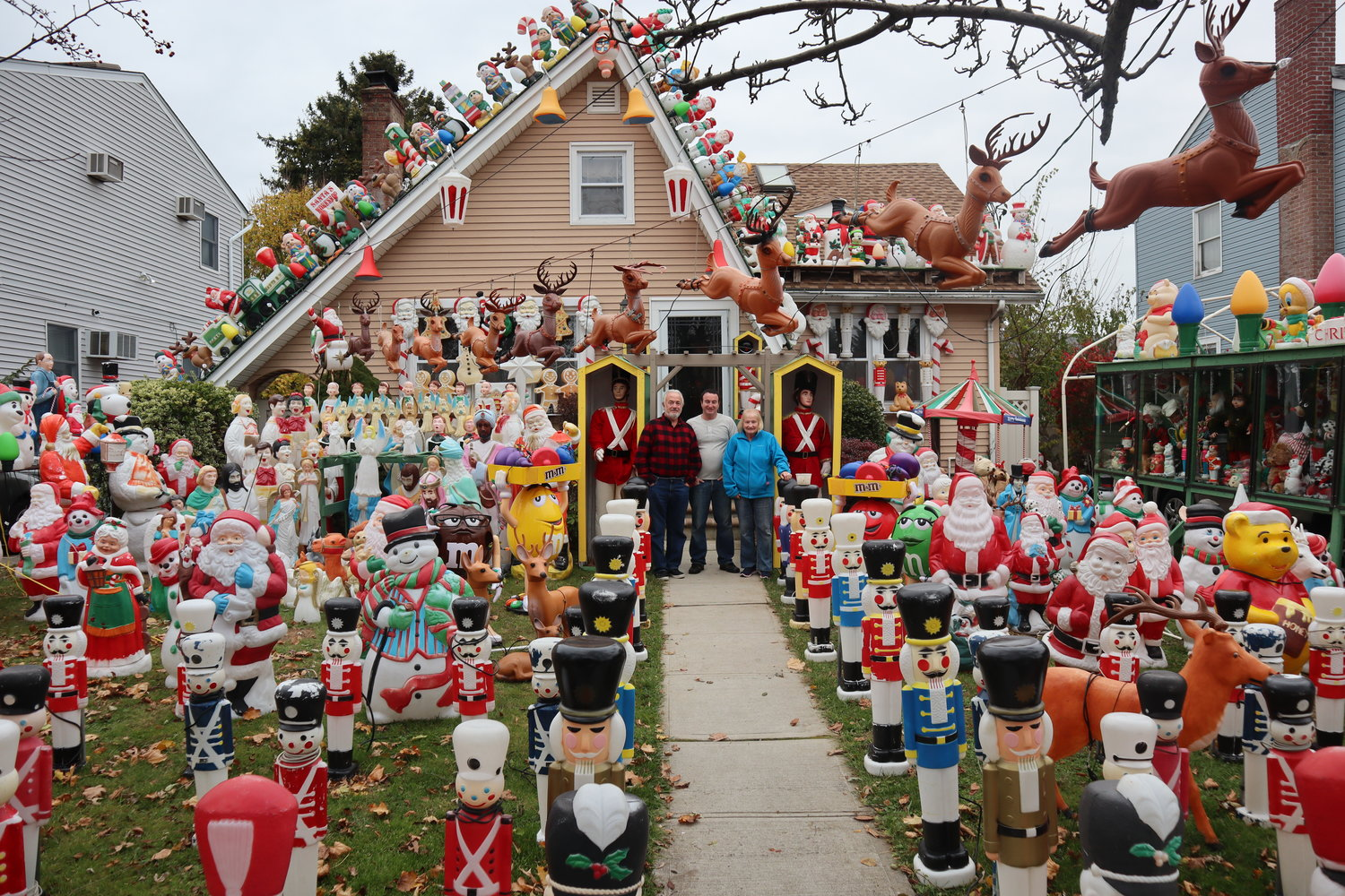 Long Island Houses Christmas Lights 2020 Merrick family's holiday lights hit TV | Herald Community