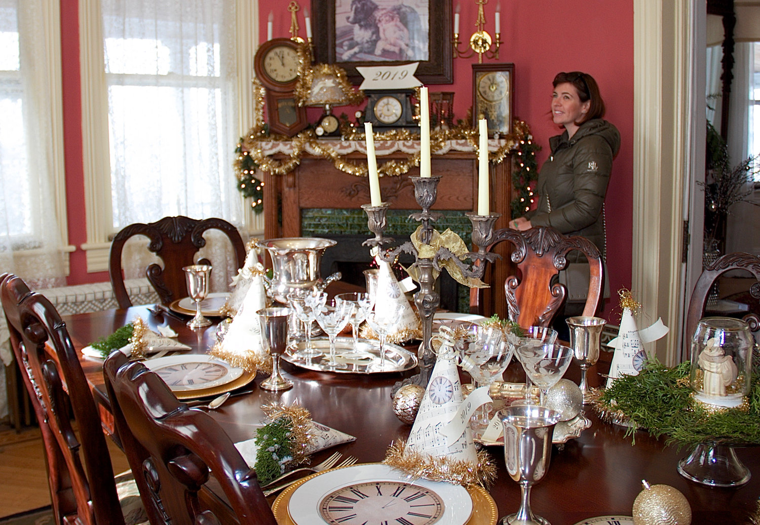 Christine Martino admired the New Year décor in the dining room of resident Peggie Como's home.