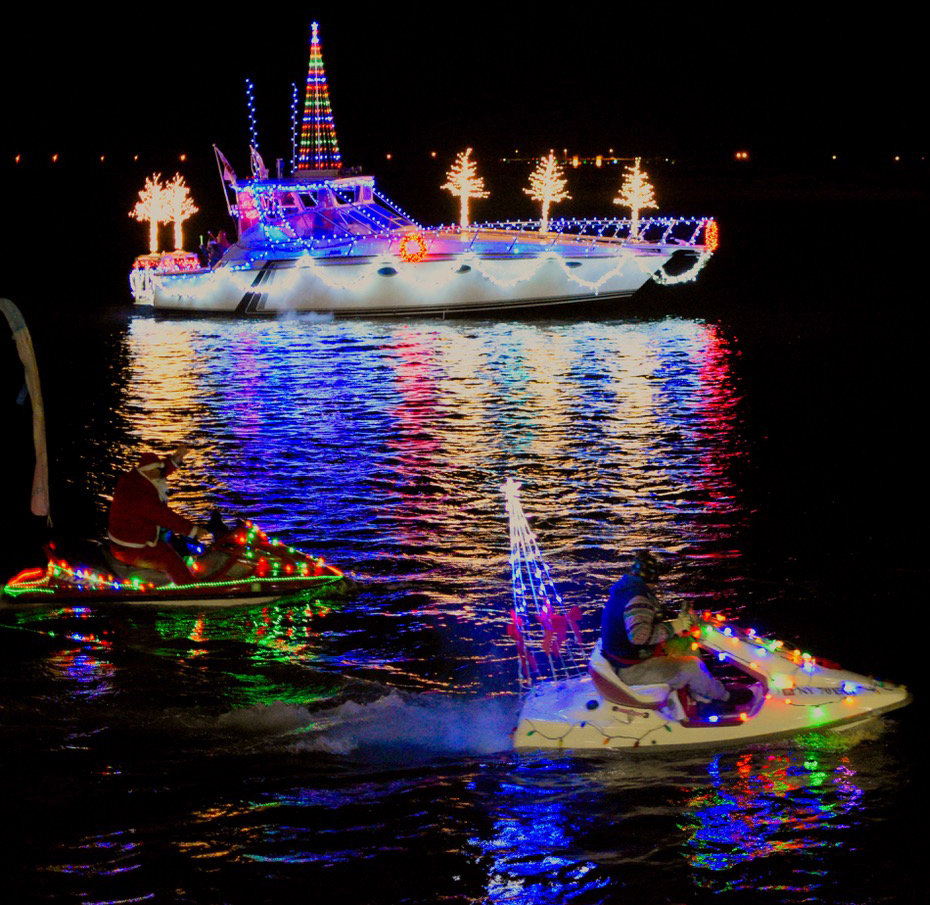 Christmas Boat.Boat Parade Lights Up The Holidays Herald Community