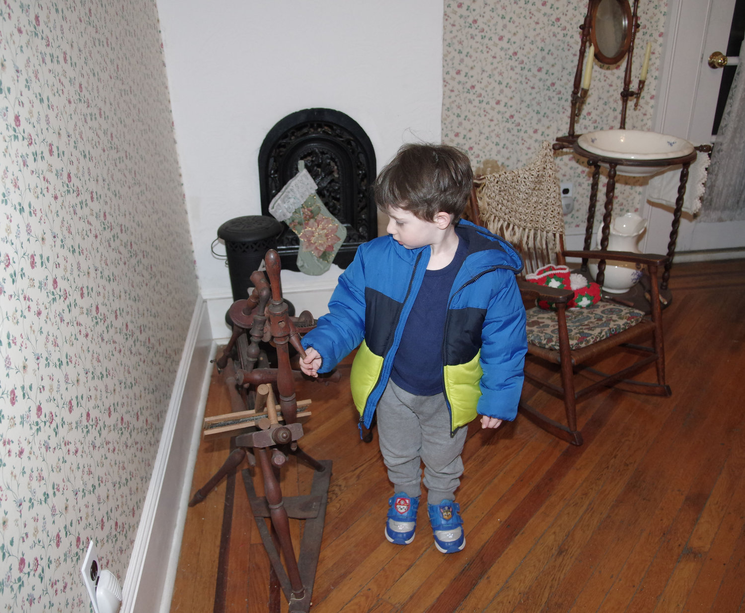 Three-year-old Elliott Goldberg checked out a vintage wool-spinning machine.