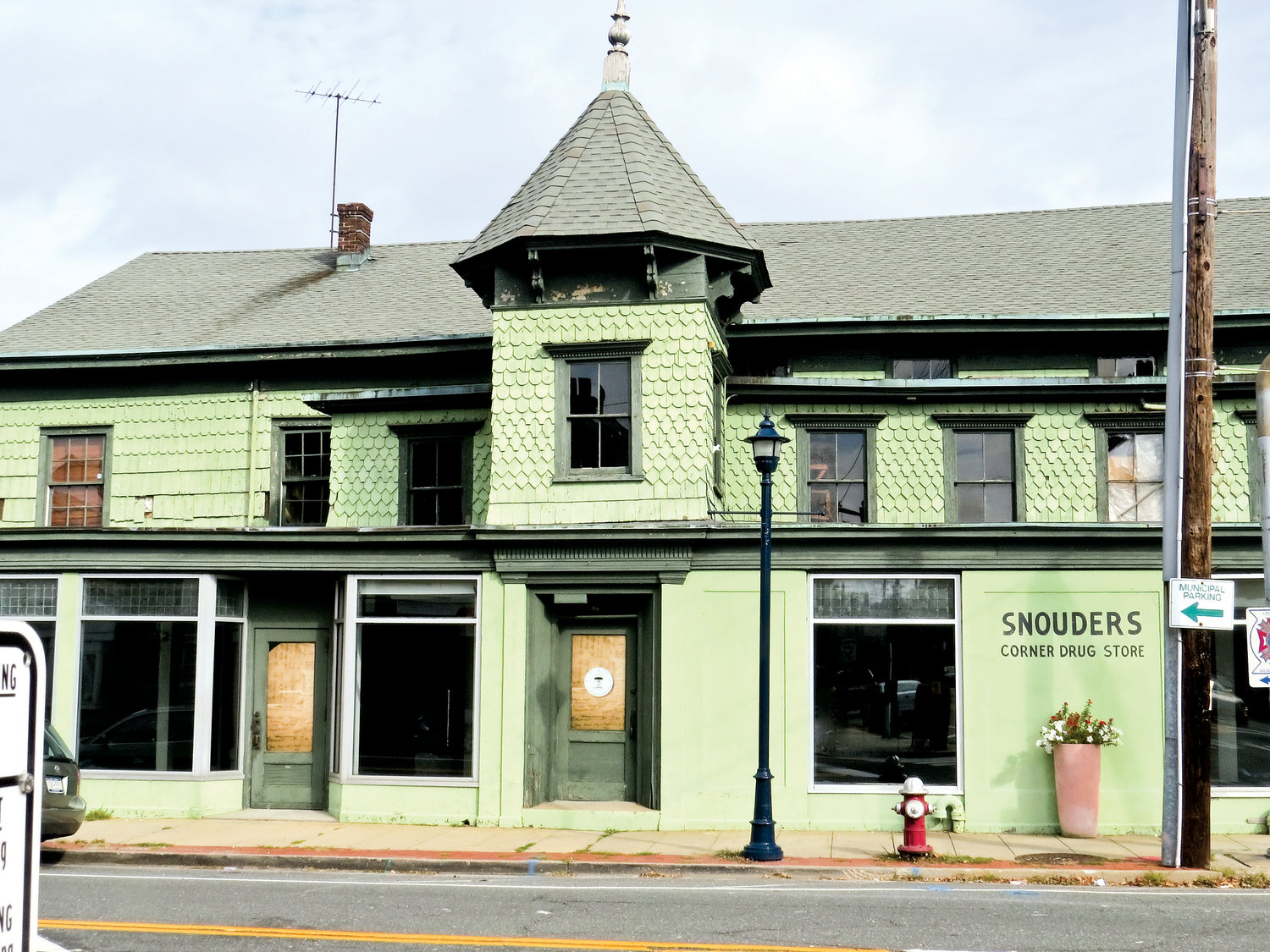 Snouder's Corner Drug Store is a landmark in dire need of repair, which preservationists say would be well worth the effort.