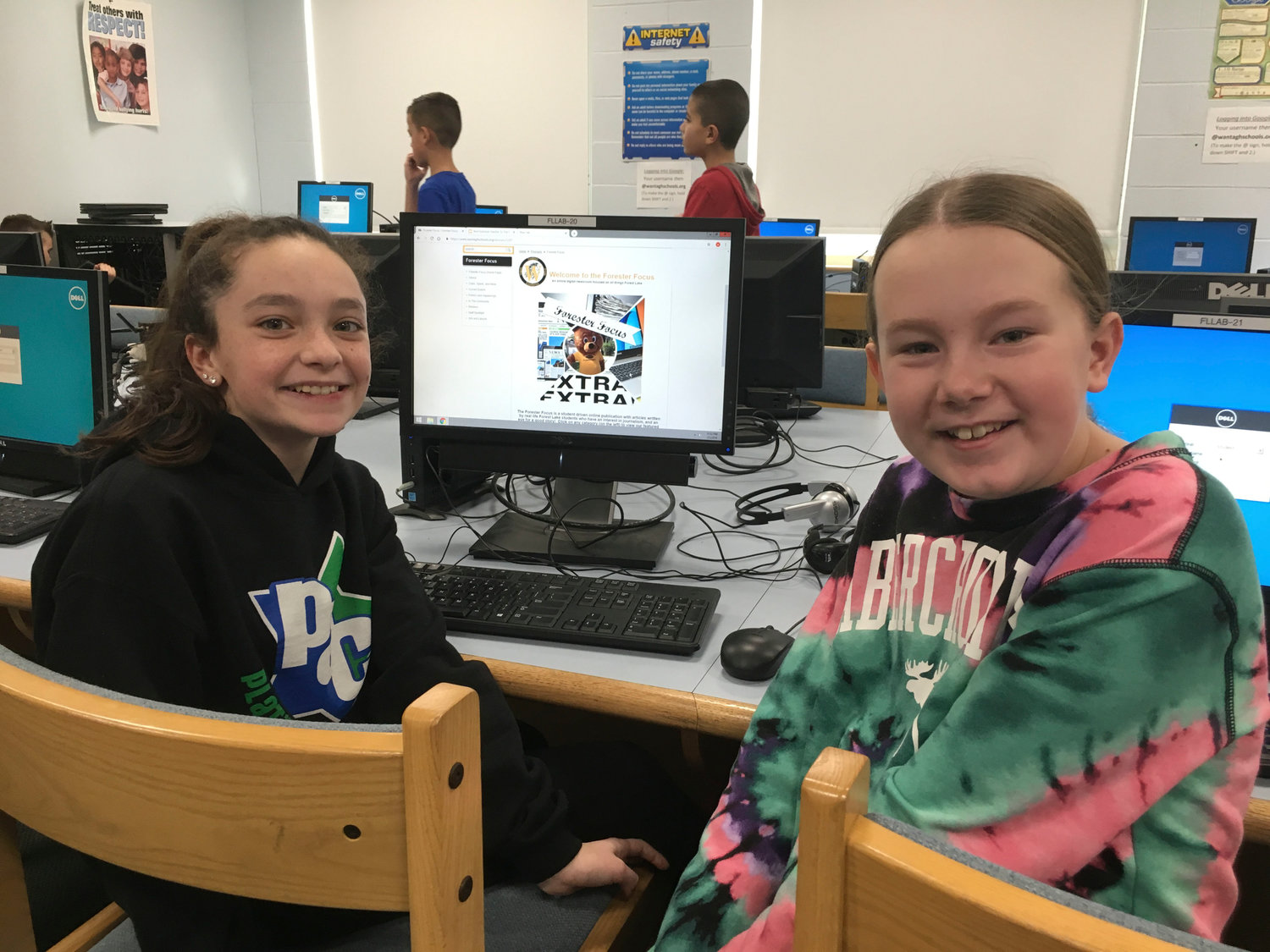 Fifth-graders Amanda Argento, left, and Victoria Ferraro showed off the paper's homepage.