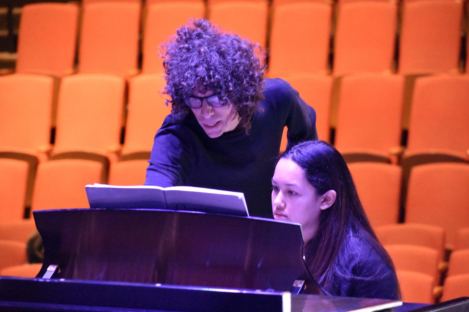 Gargiulo gave advice to freshman music therapy major Gabriela Espinal-Santiago.