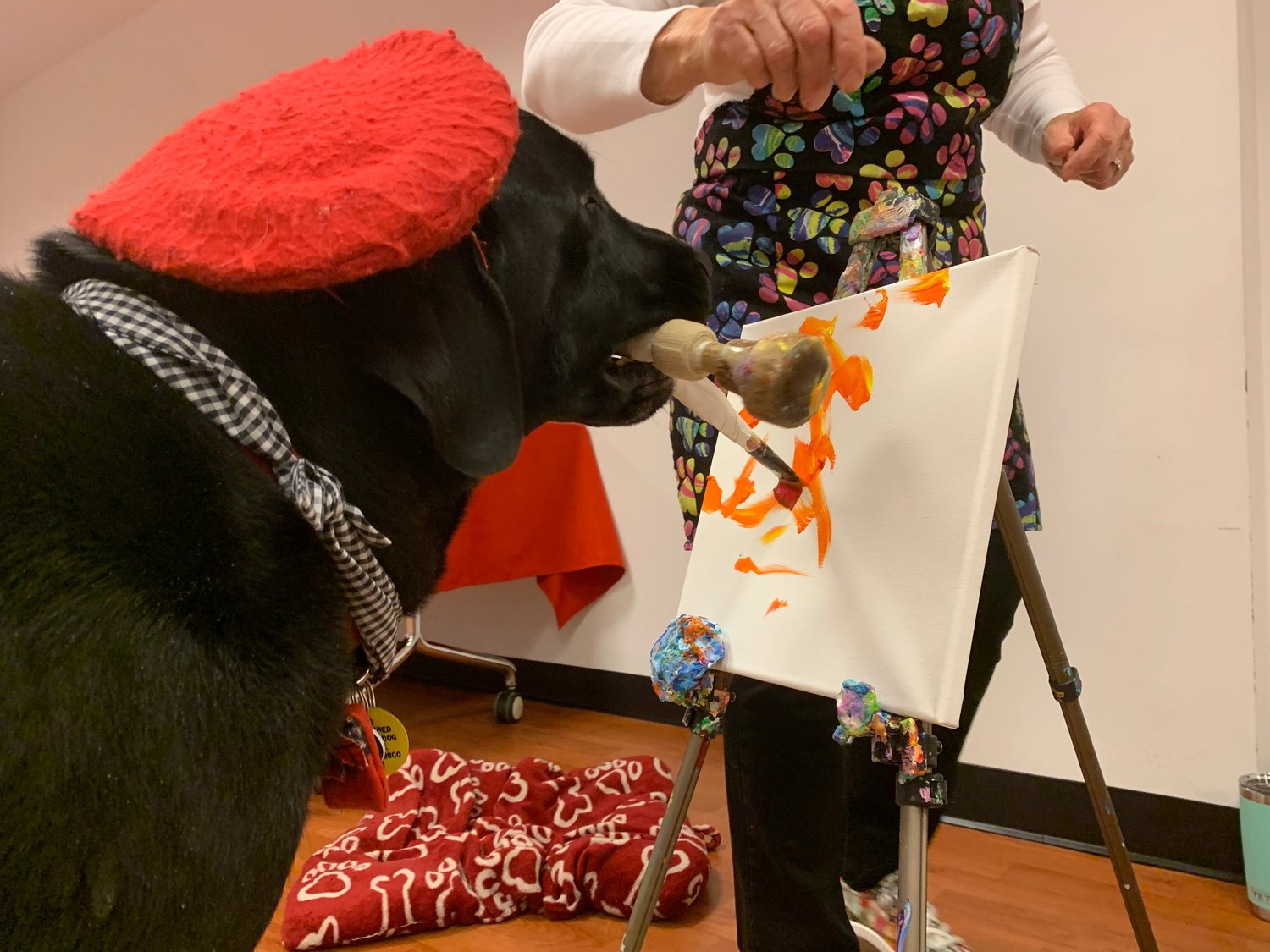 "Dagger taught the audience how to paint in the ""DogVinci"" style."