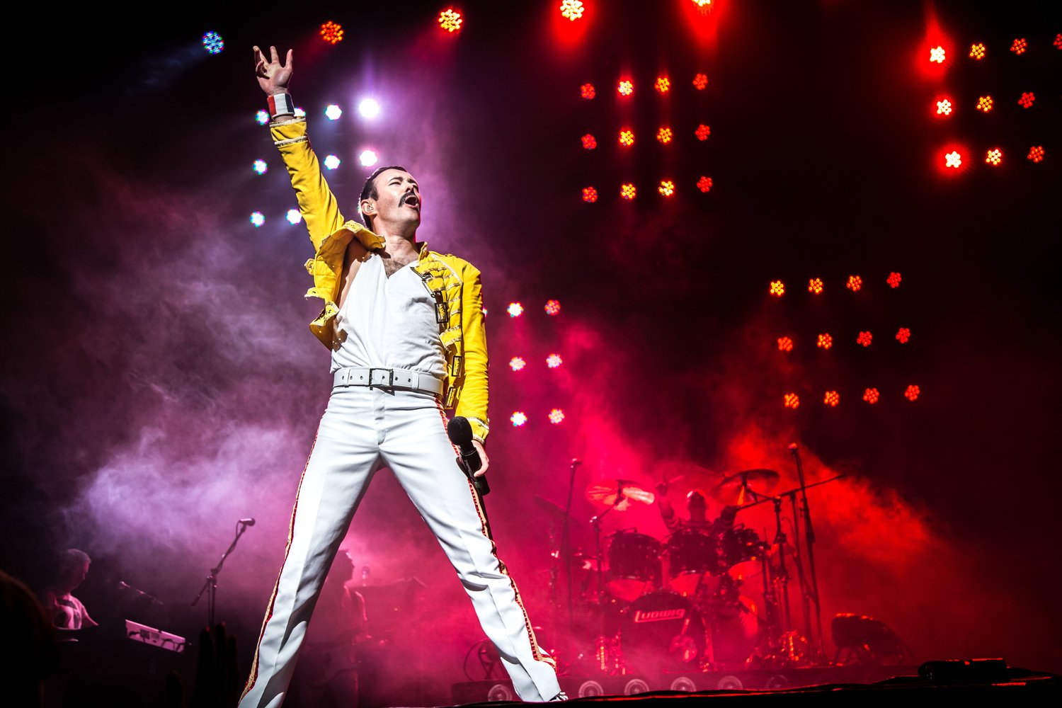 Gary Mullen keeps on rocking in true Freddie Mercury style.