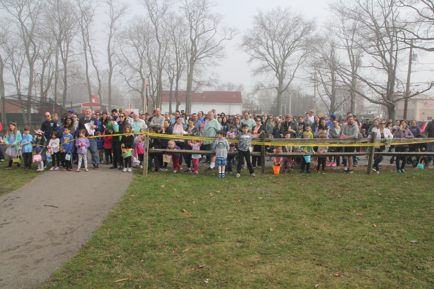 520 children registered for the Egg Hunt; their parents put the crowd at more than 1,000, as they waited for the hunt to start.