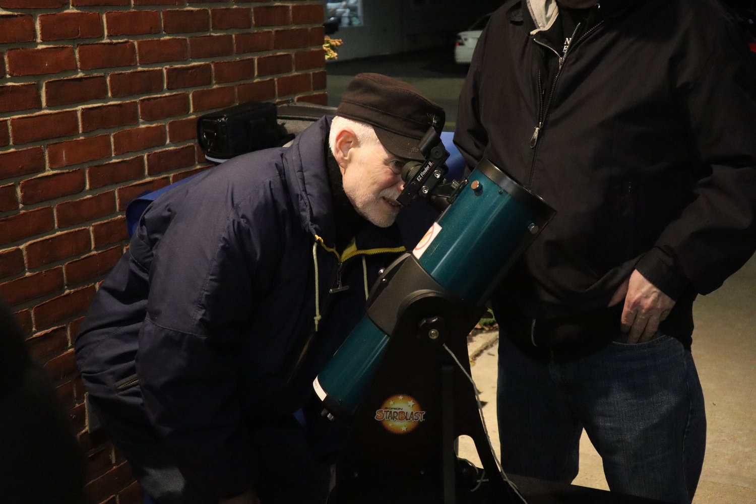 The younger attendees were not the only ones enthralled — Bellmore resident Jerry Altman also peeked through the new scope.