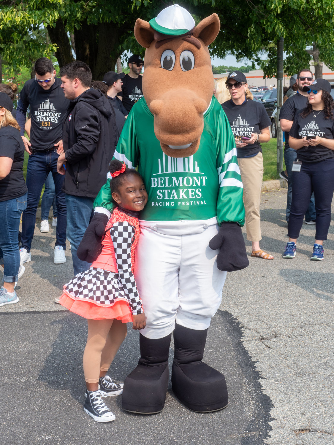 Stephanie Luke, 5, took a picture with the Belmont Stakes horse.